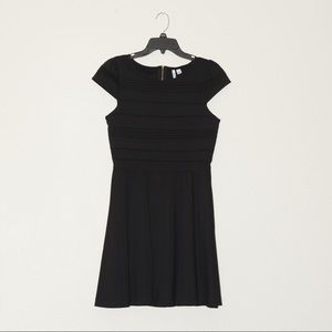 Nwot Elle little black dress size 6